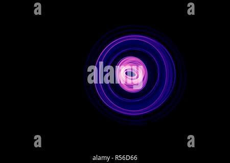 Abstrait bleu lumineux courbé et lignes magenta Banque D'Images