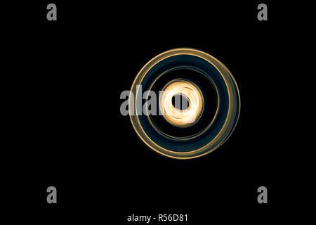 Abstract lumineux bleu incurvé et lignes jaunes Banque D'Images