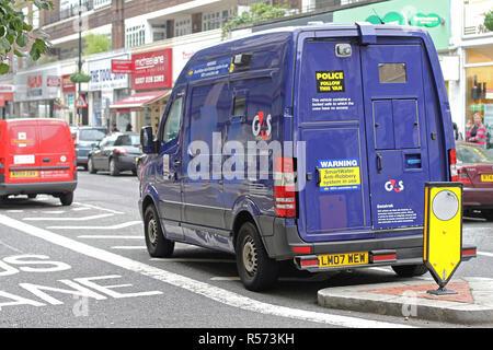 Londres, Royaume-Uni - Octobre 09, 2010: Sécurité Van pour transporteur de fonds. Parket véhicule blindé dans le centre de Londres, Angleterre. Banque D'Images