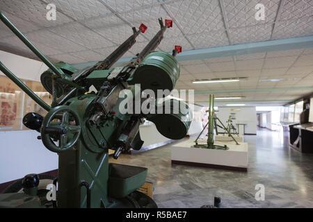 Cuba, province de Matanzas, Playa Giron, Museo de Playa Giron, musée de l'US-led 1961 CIA Bay of pigs invasion soviétique, à l'emploi de mitrailleuses anti-aériennes Banque D'Images