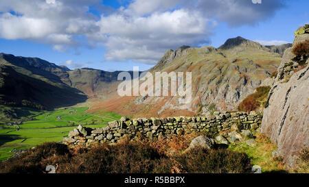 D'un côté des Langdale Pikes Pike, Parc National de Lake District, Cumbria, England, UK