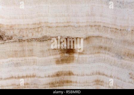 Pierre d'onyx brun clair sur la texture macro. Banque D'Images