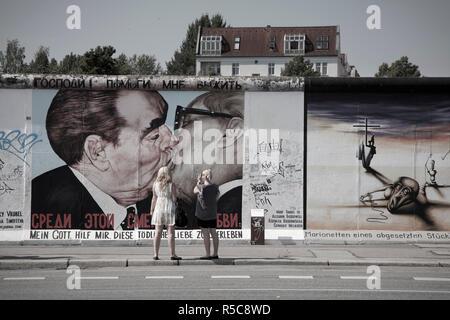 Eastside Gallery (mur de Berlin), Muhlenstrasse, Berlin, Allemagne Banque D'Images