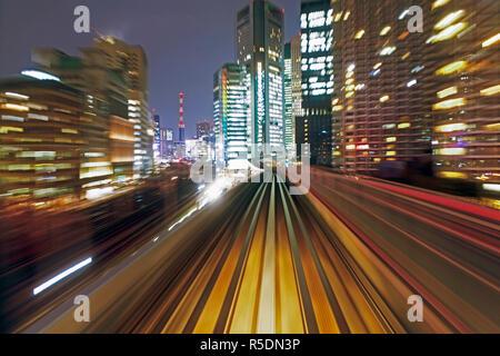 L'Asie, Japon, Honshu, Tokyo, POV blurred motion de tcity de bâtiments un train en mouvement Banque D'Images