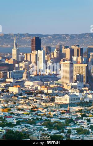 Vue sur les toits de la ville de Twin Peaks, San Francisco, California, USA Banque D'Images