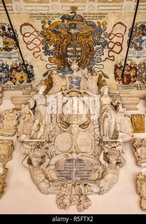 Cartouche, blason avec armoiries, ancienne cour (Cortile Antico), le Palazzo del Bo, Université de Padoue, Padoue, Vénétie, Italie Banque D'Images