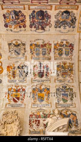 Des blasons de blasons au plafond, ancienne cour (Cortile Antico), le Palazzo del Bo, Université de Padoue, Padoue, Vénétie, Italie Banque D'Images
