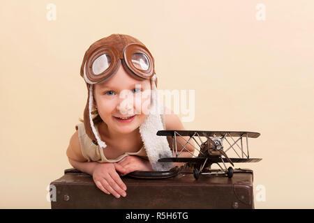 Jeune fille rêve de voyager