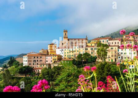 Vue panoramique sur Rio nell'Elba dans l'île d'Elbe, Toscane, Italie. Banque D'Images