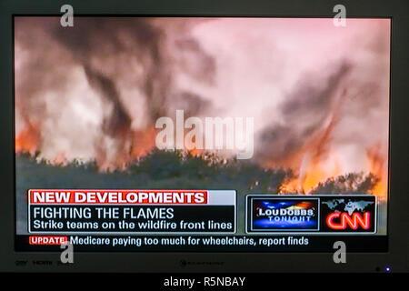 Floride, FL, Sud, Miami Beach, SoBe, télévision à écran plat, télévision, set, écran tourné, médias, nouvelles, news, news, broadcast, câble, CNN, Wildfires, désastre,