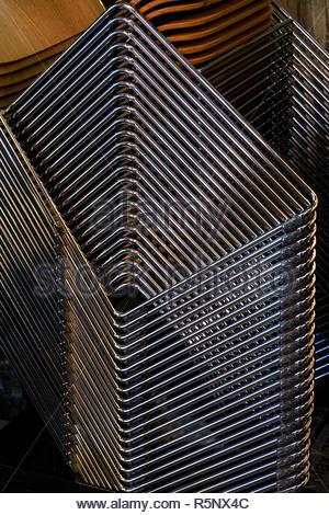 Chaises empilées dans la Cathédrale de Canterbury Banque D'Images