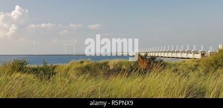 Vue sur les dunes et le côté ouest de la tempête la défense contre les inondations entre la mer du Nord et de l'Oosterschelde,Noord Beveland-,225,sud Pays-Bas Banque D'Images
