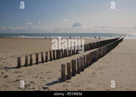 Mer du nord et de la plage avec des épis entre zoutelande westkapelle et Walcheren,,225,sud Pays-Bas Banque D'Images