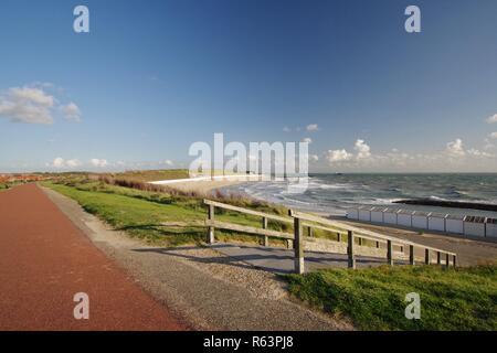 Digue dunes,plage,avec passage à niveau de la plage et de la mer du Nord à Westkapelle walcheren,225,sud,Pays-Bas Banque D'Images