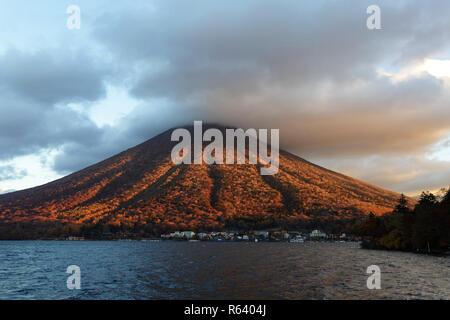 Mont Nantai sur le lac Chuzenji à Nikko, Japon