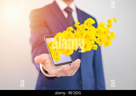 Businessman with smartphone avec le jaune de symboles du dollar qui sortent de l'écran Banque D'Images