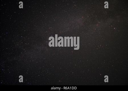 Ciel de nuit Fischland en Allemagne avec la Voie Lactée et la constellation du Cygne Banque D'Images