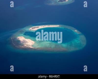 Les petites îles des Maldives à partir de l'air Banque D'Images