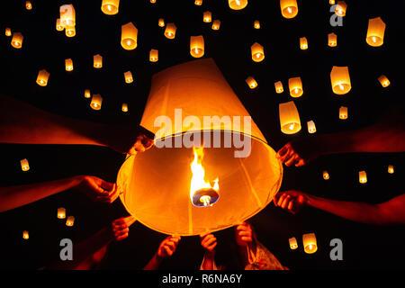 Festival des lanternes flottantes, Yi Peng à Chiang Mai, Thaïlande Banque D'Images