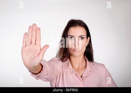 Jeune femme montre arrêter Banque D'Images