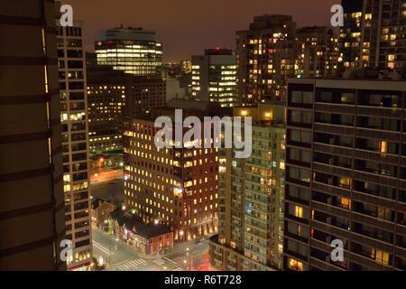 Le centre-ville de Toronto dans la nuit- du Eaton Chelsea Hotel (27e étage), Toronto, Ontario, Canada Banque D'Images