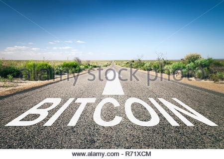 VP 6234879, une image d'une route à l'horizon avec bitcoin [texte Copyright: Markus Gann/McPHOTO/vario images] [chaque utilisation de nos pi Banque D'Images