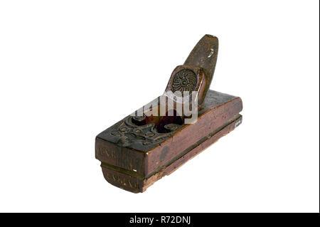 Ary den Hengst, coupe-bloc en bois avec décor et l'année 1739, Bloc raboteuse fraiseuse à banc bois kit outil bois de hêtre, cale en bois de charpente avec bord arrondi sur le côté droit de l'unique et de décorations avec année dans deux boucles aller à l'ouverture et le haut de la tête et de la décoration du cercle d'écailles sur la cale, le profil a changé comme planer: ADH sous figure à l'avant (avant) meubles bois menuisier travail Fam Verheul était connu comme charpentiers et - plus tard - les architectes.