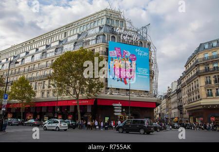 PARIS, FRANCE, LE 6 SEPTEMBRE 2018 - façade des Galeries Lafayette à Paris, France
