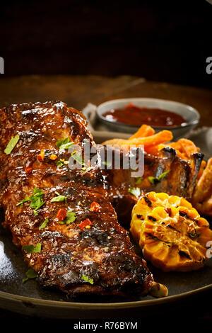 Spicy partie de côtelettes de porc avec chili Banque D'Images