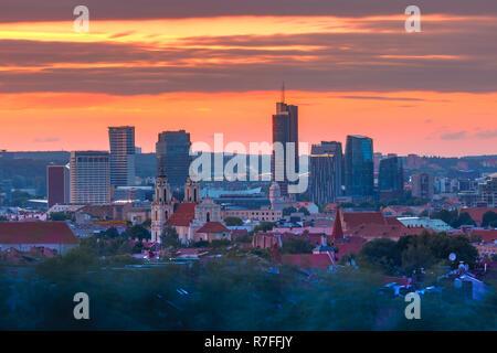 Vieille ville et gratte-ciel, Vilnius, Lituanie
