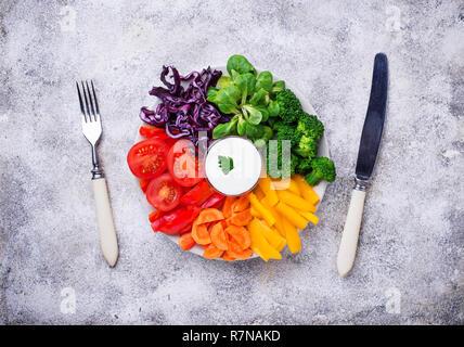 Salade de légumes sains arc-en-ciel Banque D'Images
