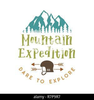 Expédition en montagne avec badge ose citer d'explorer et de montagnes, casque d'escalade et de flèches. Agréable pour les amateurs de plein air, pour t-shirt, mug autres imprimer. Stock vector isolated on white