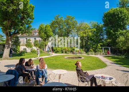 France, Paris, le musée de Montmartre dans les bâtiments de l'hôtel Demarne et la maison de Bel Air, le jardin intérieur Banque D'Images