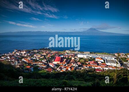 Portugal, Azores, Sao Jorge, Velas, augmentation de la vue sur la ville Banque D'Images