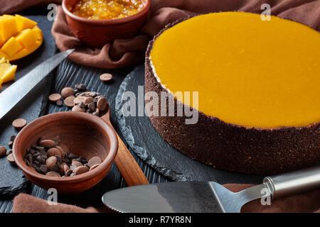 Cheesecake mangue chocolat savoureux, Close up Banque D'Images