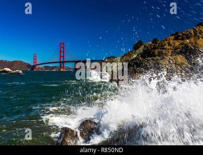 Se mettre à l'eau pour l'image, le Golden Gate Bridge Banque D'Images