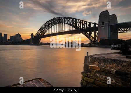 Célèbre Pont de Sydney en lumière du soir.
