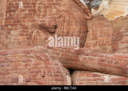 Close-up view of the Sleeping Buddha's face à Polonnaruwa, Sri Lanka. Banque D'Images