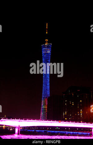 Canton tower, Guangzhou, Chine skyline sur la rivière des Perles Banque D'Images