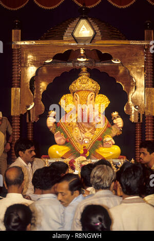 Dagdusheth halwai idole de Ganesh ganpati Festival, Pune, Maharashtra, Inde Banque D'Images