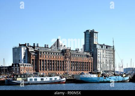 Amsterdam Pays-Bas l'architecture moderne des appartements sur Westerdoksdijk et entre Oude Houthaven et IJ Harbour port canal Amsterdam, Pays-Bas, Banque D'Images