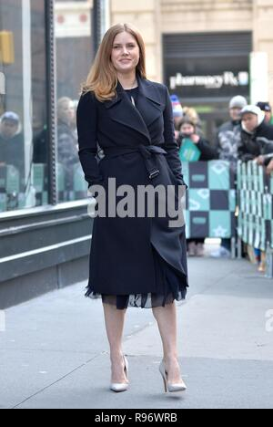 New York, NY, USA. Dec 19, 2018. Amy Adams dehors et environ pour la célébrité Candids - WED, New York, NY 19 Décembre, 2018. Credit : Kristin Callahan/Everett Collection/Alamy Live News Banque D'Images