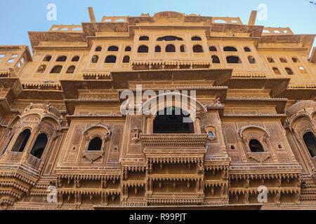 Patwon Ki Haveli, Jaisalmer, Rajasthan, Inde. Le premier d'entre ces havelis a été commandé et construit en l'an 1805 par Guman Chand Patwa