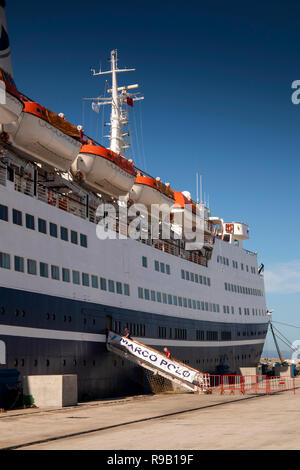 Maroc, Tanger, Port, passerelle de Marco Polo MV bateau de croisière amarré au quai Banque D'Images