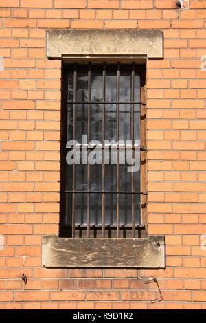Fenêtre avec bars Banque D'Images