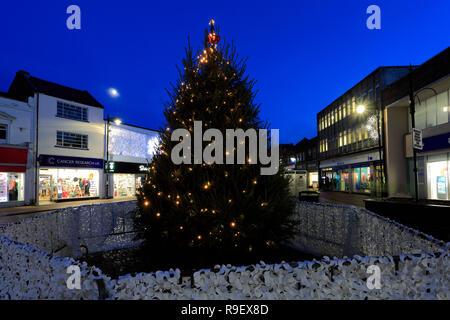 Lumières de Noël dans le centre-ville de Spalding; comté de Lincolnshire, Angleterre, Royaume-Uni