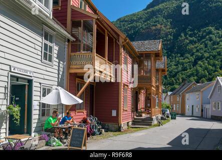 Maisons en bois traditionnelles à Laerdal (Laerdalsøyri), Sogn og Fjordane, Norvège Banque D'Images