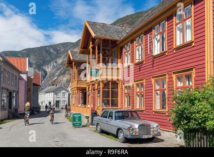 Hôtel Laerdalsørens et maisons traditionnelles en bois de Laerdal (Laerdalsøyri), Sogn og Fjordane, Norvège Banque D'Images