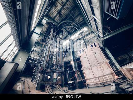 Old abandoned mine industrielle intérieur, de l'harmonisation des couleurs appliquées. Banque D'Images
