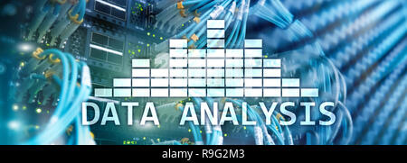 L'analyse des Big Data texte sur arrière-plan de la salle serveur. Internet et la technologie moderne concept.
